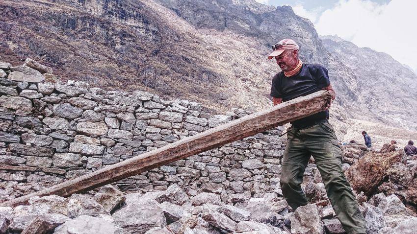 063 - Uwe N. Philipp mit 60 alles aufgelöst Weltreise mit dem Fahrrad up-Nepal-Erdbeben